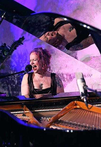 Za veliko noč v Izoli zazvenela Cohenova Hallelujah v izvedbi  Allison Crowe