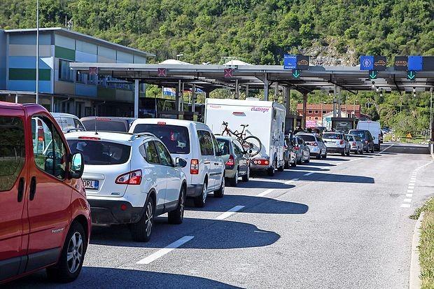 Na mejnem prehodu  Dragonja  bodo med 17. in predvidoma  27. majem sanirali   vstopno stezo za tovorna    vozila.