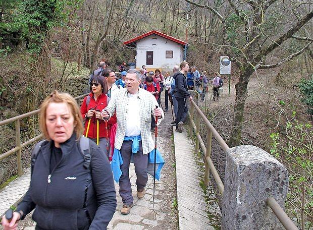 Slovenski pohodniki so se najprej spustili do Botača ...