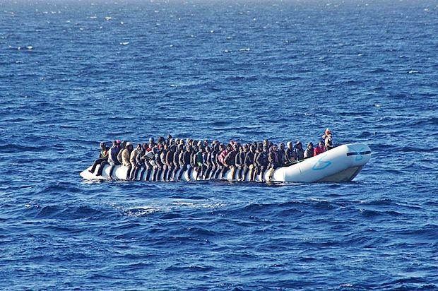 Begunci in migranti se proti Evropi najpogosteje odpravijo  čez Sredozemsko morje, v zadnjem času jih vedno več  prečka Črno morje.