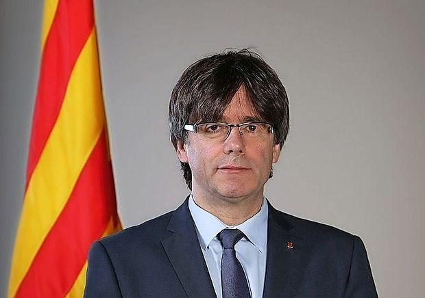 Katalonski premier Carles Puigdemont naj bi nocoj ob 21. uri  nagovoril javnost.
