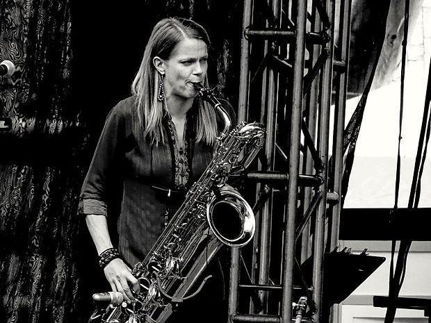 Mopo in saksofonistka Linda Fredriksson