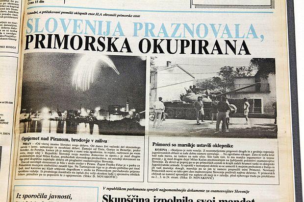 """Naslovnica Primorskih novic je nastajala pozno v noč na 27.  junij 1991. """"Mikalo me je, da bi naslov obrnil, a morda bi bilo  prehudo,"""" danes pravi tedanji novinar Miran Kljun."""