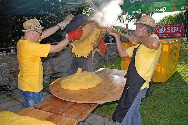 Poletna vročina gor  ali dol, polento se kuha vse leto.