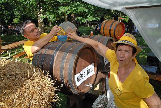 In jasno, da v vinorodni deželi brez vina ne gre.