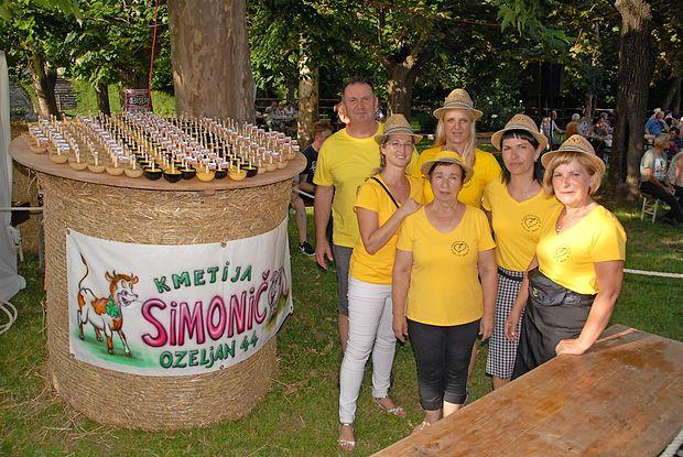 Ekipa organizatorjev je ponovila igro Sreča v polenti (v obliki  lončkov z jedjo levo).