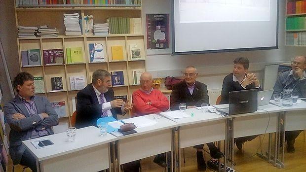 Na okrogli mizi so sodelovali (z leve): Tomaž Pavlin, Milan  Pahor, Jože Pirjevec, Lucijan Pelicon, Borut Klabjan in Rado  Pišot.