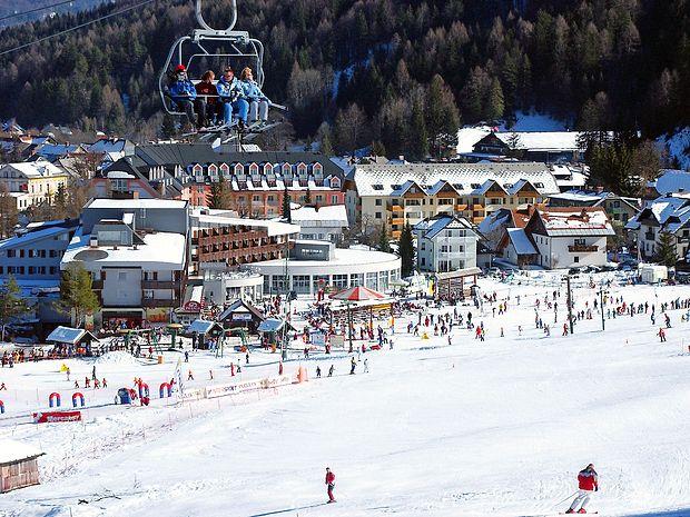Turistično ponudbo v Kranjski Gori   bo obogatil novi hostel Barovc, ki bo po današnjem slavnostnem odprtju prve goste sprejel v ponedeljek.