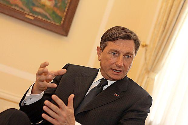 Aktualni predsednik republike Borut Pahor povečuje svojo  prednost pred zasledovalci, kaže javnomnenjska raziskava  družbe Valicon.
