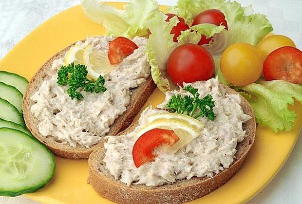 Poletni obroki naj bodo lahki in redni.