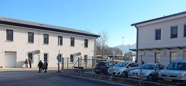 Zelo je praktično, ker  je stavba bodočega centra za sodelo  (desno) ob PRC.