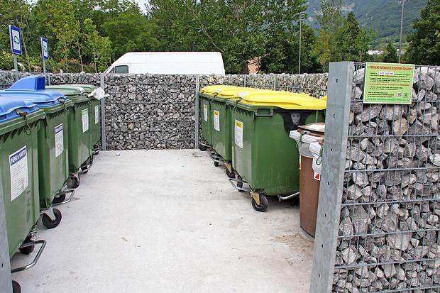 Dobra polovica vseh odpadkov iz javnega odvoza   v ajdovski  in vipavski občini  predstavljajo ločeno zbrane frakcije.