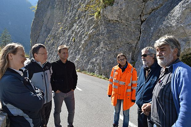 Vpleteni v projekt so se pred kratkim dogovorili, kako bodo  razširili cesto pod skalo pred  trdnjavo Kluže.