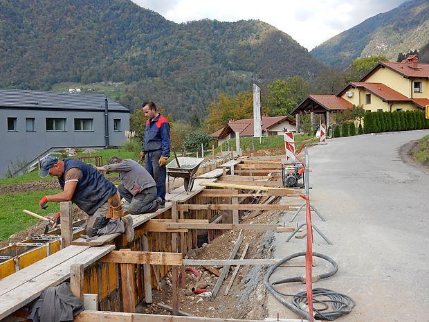 Pločnik proti Žabčam bodo zgradili do konca novembra.
