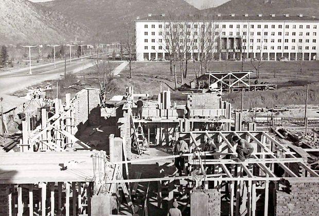 Pošto so gradili leta 1958, pred tem je bila na kolodvoru, v  bloku in v mestni hiši.