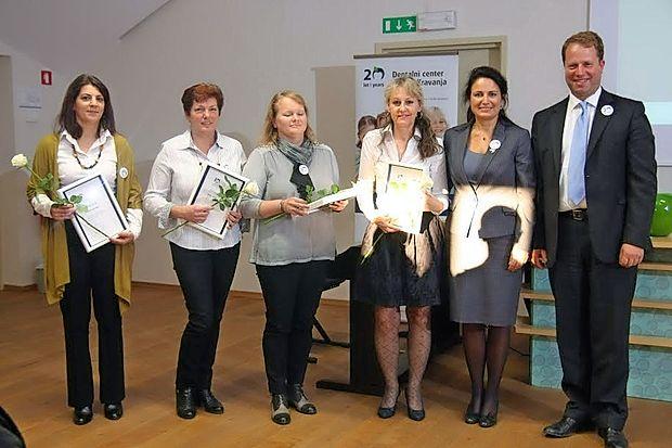 Ekipa Dentalnega centra (z desne) Aleksander Kravanja in  Sanda Lah Kravanja, Bojana Hvala, Irena Srebrnič, Alenka  Zornik in Danijela Kenda Pagon.