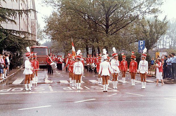 Mažoretke z Goriškim pihalnim orkestrom v osemdesetih  letih.