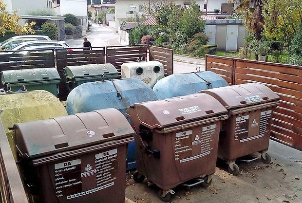 V treh goriških občinah bodo izbirali koncesionarja, ki bo  zbiral in odvažal odpadke. Koncesijo za odlaganje  pa nameravajo podeliti centru za ravnanje z odpadki v Hrastniku.