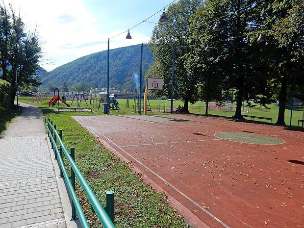 Prenova košarkarskega igrišča je prva v nizu naložb v  posodabljanje  Brajde, ki bo potekalo več let v skladu z  razpoložljivim denarjem.