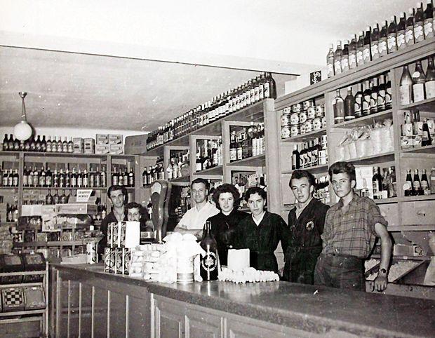 Frnaža je bila center dogajanja, v njej je bila med drugim tudi  trgovina.