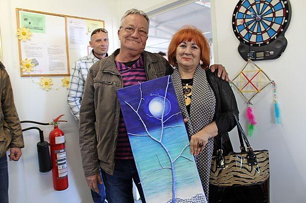 Ob odhodu je v dar prejela sliko, ki jo je naslikal uporabnik  zavetišča, in ta bo - kot je povedala - našla svoje mesto v njeni  pisarni.