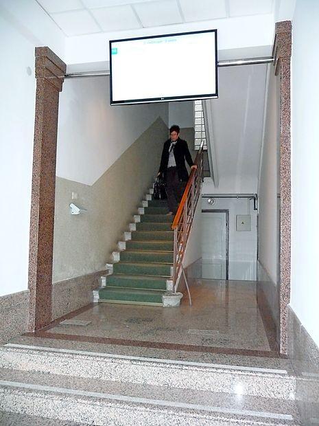 V izolski občinski upravi, kjer nimajo varnostnika, bodo na  hodnike namestili  video kamere.