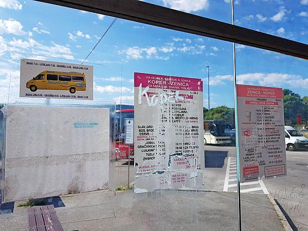 Nekateri prevozniki so poskrbeli za informacije o voznih  redih, a jih je že načel zob časa.