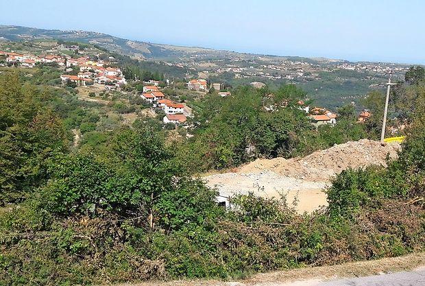 Podjetje Portval je zemljišče v Šmarjah  že utrdilo in se pripravlja na pridobivanje gradbenega  dovoljenja.