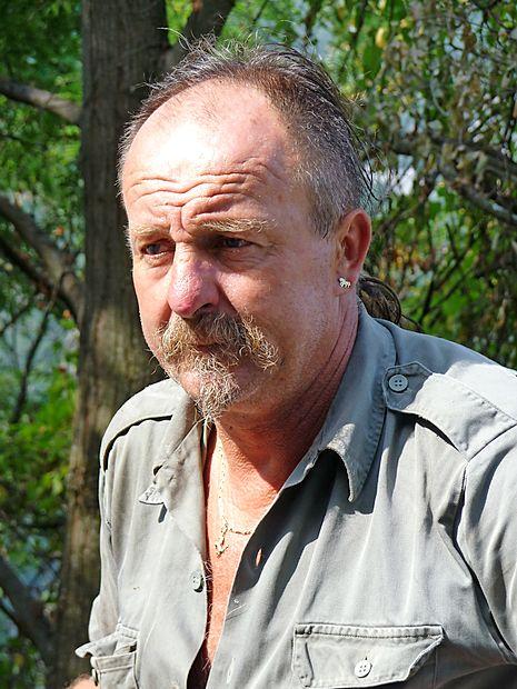 """Mavricij Kocjančič:  """"Večkrat smo ponoči s  traktorji ali ročno  reševali voznike, ki so  se z avtodomi ali  prikolicami zagozdili v  ožinah med hišami."""""""