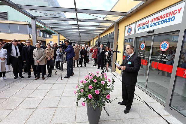 Novi urgentni center Izola se nahaja desno od zdajšnjega  vhoda v izolsko bolnišnico.