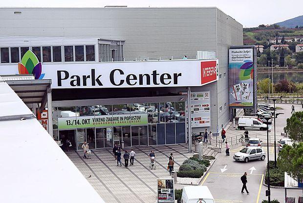 Koprsko nakupovalno središče se je preimenovalo.