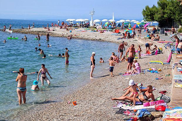 Izolsko kopališče Svetilnik je bilo  vse poletje polno. Zadnje tri  mesece so v Izoli    zabeležili več nočitev kot lani.