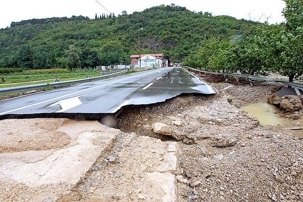 Jeseni 2010 je pretok Dragonje, ki je odnesla tudi del ceste proti mejnemu prehodu s Hrvaško, znašal 124 kubičnih metrov na sekundo. Prej so največji pretok izmerili leta 1981, ko je znašal 97,5 kubičnega metra na sekundo.