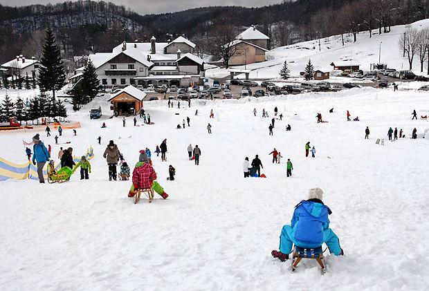Otrok ni treba skrivati pred mrazom in snegom, le ustrezno jih  je treba obleči in obuti.
