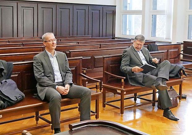 Robert Brajdih (levo) in Dušan Črnigoj danes nista priznala  dejanj iz obtožnice, v kateri jima specializirano tožilstvo očita   oškodovanje upnikov.