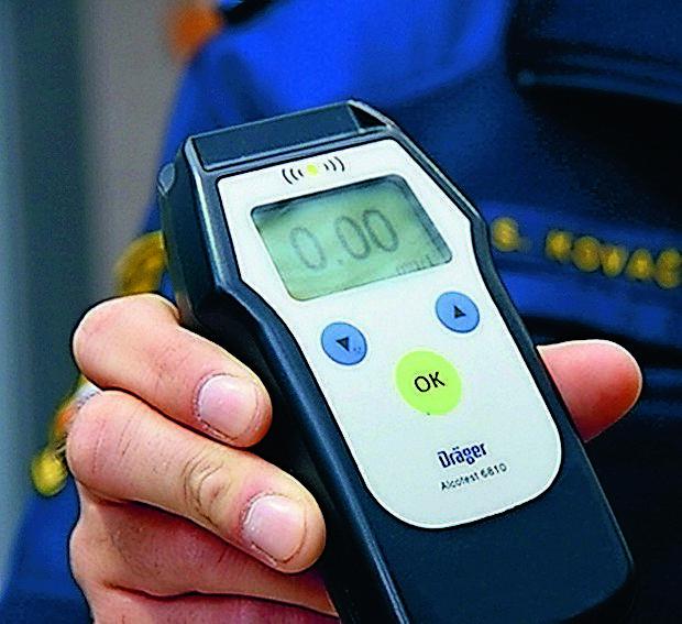 Koprčan, ki je vozil neregistriran skuter, je napihal 0,00, na  strokovni pregled pa ni hotel.