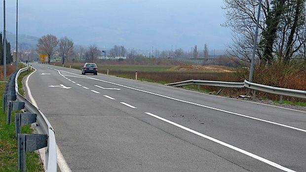 Trije bratranci so se peljali z vipavske smeri proti ajdovskemu  letališču, ko je voznik izgubil nadzor nad avtomobilom.
