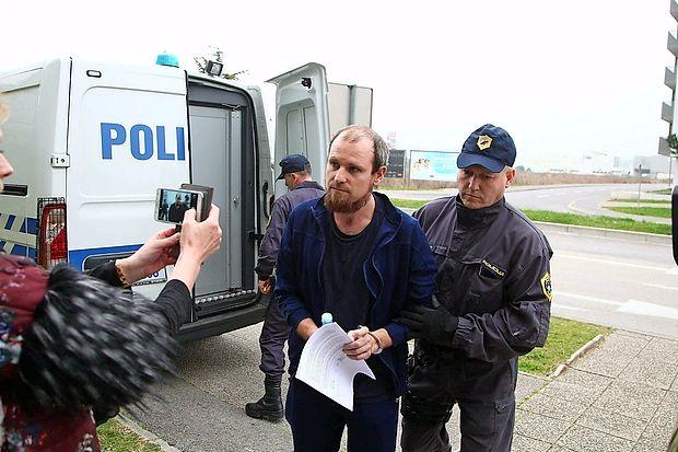 Marka Abrama so včeraj že drugič pripeljali na koprsko  sodišče, nato pa odpeljali v koprski zapor.