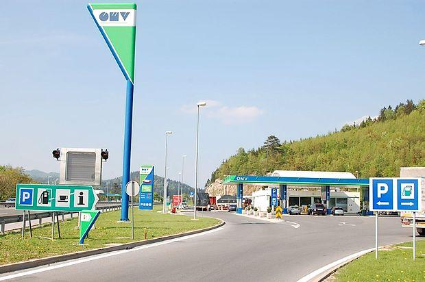 Včeraj ponoči se je na bencinski servis na Ravbarkomandi  s  terencem pripeljal Ljubljančan, a ni prišel po gorivo, temveč  po denar.