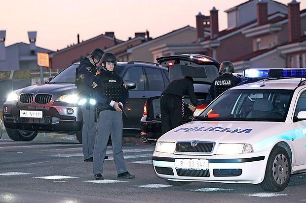 Policisti so po ropu na Ravbarkomandi postavili več blokad,  osumljenega Ljubljančana pa so  izsledili na  južni ljubljanski  obvoznici (fotografija je simbolična).