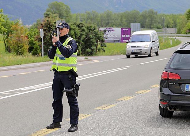 Policisti so v sredo izmerili 1136 prehitrih voznikov, na  Primorskem 97.