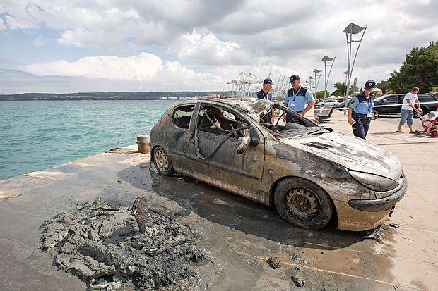 Avto je imel razbita vsa stekla in bil pošteno stolčen, verjetno  še pred padcem v morje. Po nekaj mesecih v morju je bilo  nemogoče oceniti, kakšne barve je sploh bil.