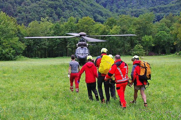 Mlada Angležinja se je poškodovala na mostičku pri slapu  Kozjak. S helikopterjem so jo odpeljali v ljubljanski klinični  center.