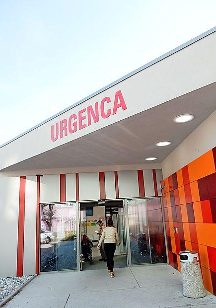 Novogoričan je najprej z nožem grozil v urgentnem centru,  zatem pa je vstopil še v prostore intenzivnega oddelka v  sosednji bolnišnični stavbi.