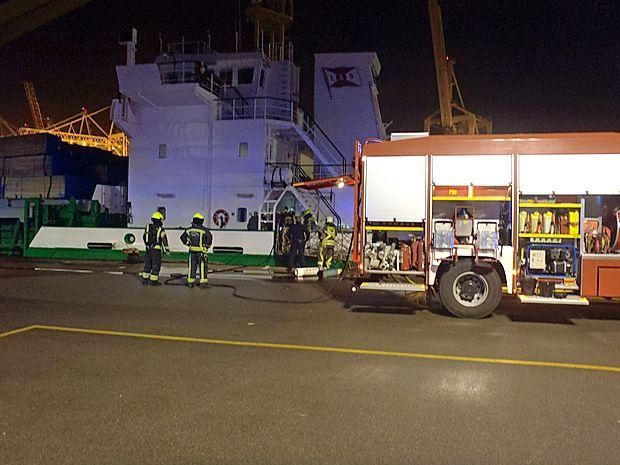 HItro posredovanje posadke in gasilcev je preprečilo širjenje  požara na ladji v koprskem pristanišču.