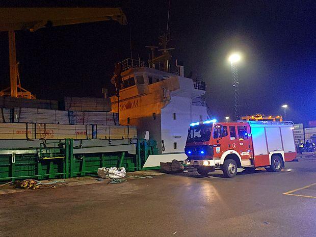 Če bi se na ladji z lesom razplamtel požar, bi se lahko v Kopru   ponovila zgodba iz izolske ladjedelnice, kjer so leta 2001  gasili velik ladijski  požar.