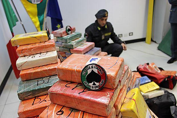 V kalabrijskem pristanišču Gioia Tauro so pred dnevi prestregli kar 344 kilogramov težko pošiljko kokaina iz Brazilije.