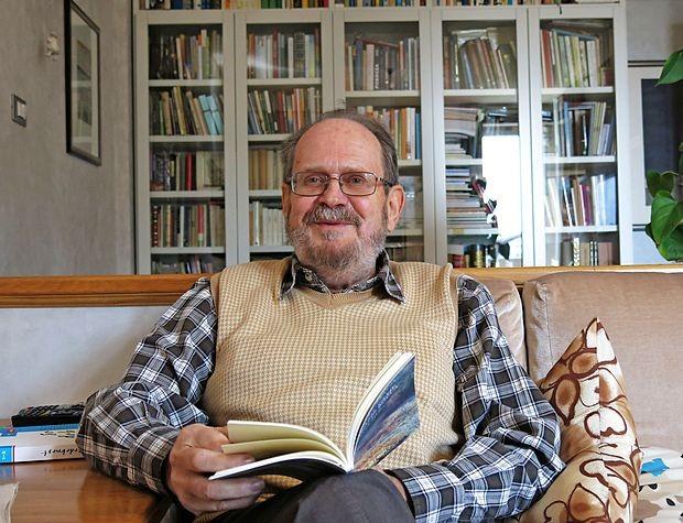 """Marko Kravos: """"Slovenska poezija je dobra, zelo dobra, zanimiva,  uveljavljena. Je ena naših posebnosti v svetu, nekaj, po čemer smo  prepoznavni in zaradi česar nas cenijo."""""""