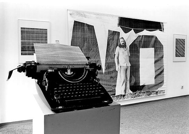 Razstava Podobe besed 1962-1997 bo v Bežigrajski galeriji 1 na ogled do 30. junija.