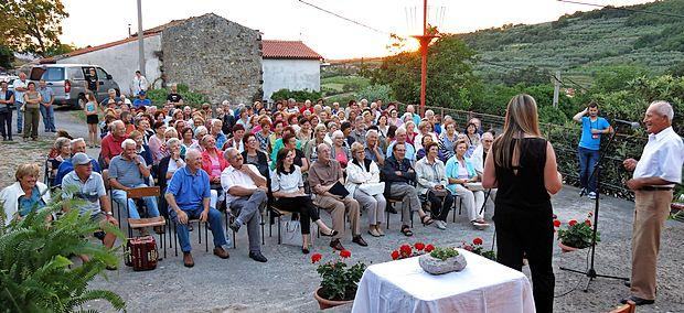 Poletni narečni večer je v središče Potoka privabil veliko ljubiteljev domače besede, glasbe, spominov in anekdot.